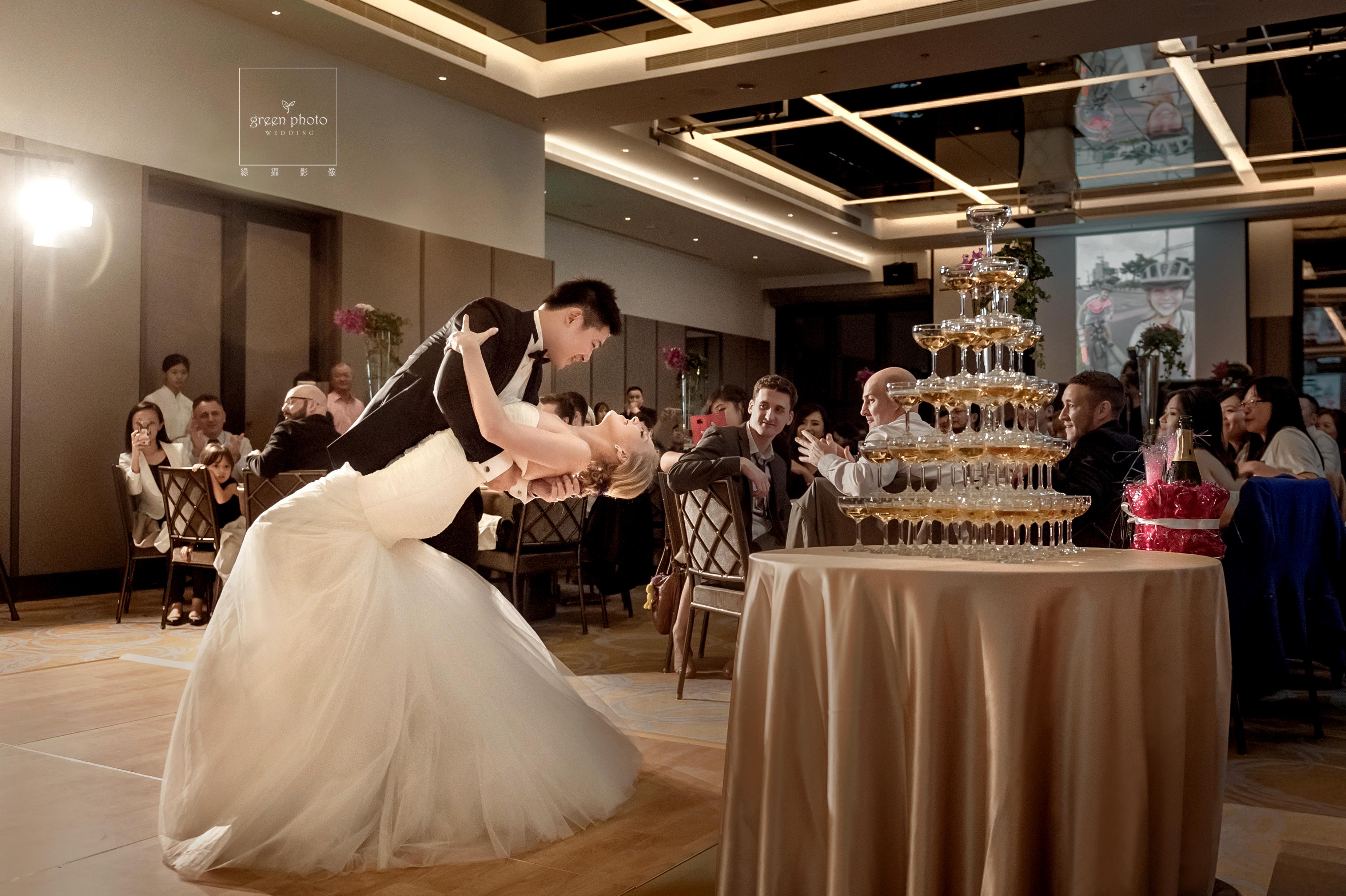 婚禮攝影,婚禮紀錄,婚禮記錄,婚攝,婚禮平面記錄,綠攝影像,黑熊,攝影師黑熊,婚攝小熊,婚攝黑熊,說故事風格,溫馨自然,婚禮,享受每一場拍攝的機會,用心體會每個家庭不同的故事,你的幸福我的視野,儀式,宴客,類婚紗,優質推薦,北部婚攝,台北婚攝,桃園婚攝,greenphoto,溫度,情感,劉凱文, kevin,wedding,photographer,幸福,歡樂,帶氣氛,自然引導,雙主攝,台北萬豪酒店,超嗨婚禮,firstdance,第一支舞,雞尾酒會,外國新娘,外國婚禮,美式婚禮,自然捕捉,情感攝影,美麗的瞬間,邊玩邊拍,afterparty,weddingparty,萬豪婚禮作品,萬豪婚攝綠攝影像,黑熊,婚攝黑熊,萬豪酒店婚禮,萬豪婚禮作品,萬豪婚攝,自然婚禮,情感婚禮,溫度攝影,台北婚攝,桃園婚攝,北部婚攝,婚禮紀錄,婚禮攝影,平面攝影,婚禮平面記錄,美式婚禮,外國婚禮,